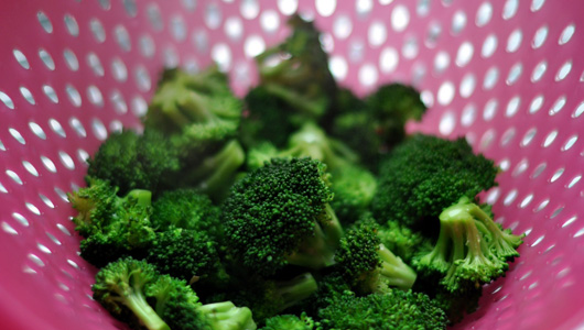 10 foods that fight spring allergies - organic org