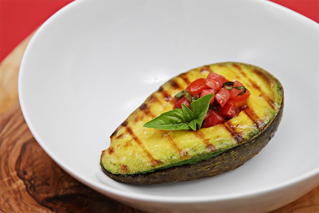 http://foodandstyle.com/grilled-avocado-with-tomato-basil-salsa/